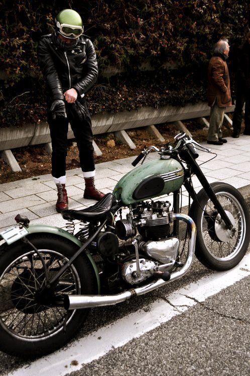 Beautiful, simple, custom vintage Triumph!