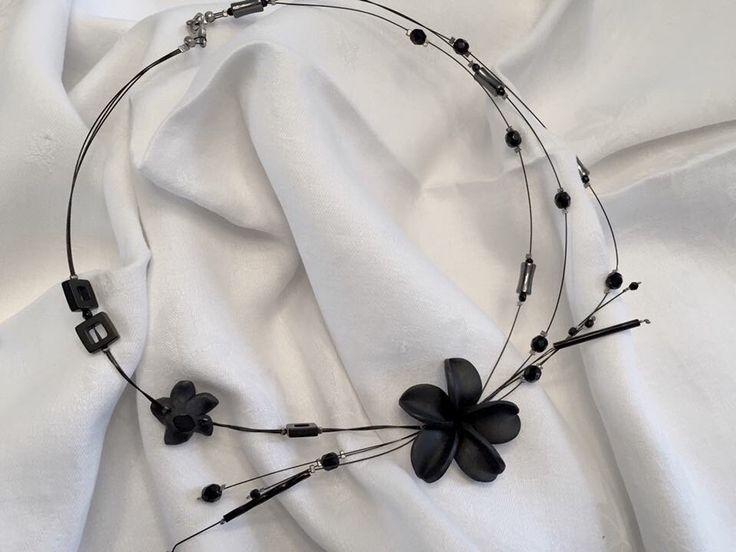 Le chouchou de ma boutique https://www.etsy.com/ca-fr/listing/275084500/black-garden
