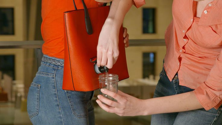 Ces sacs en cuir faits main sont faits pour y planquer un cubi de vin