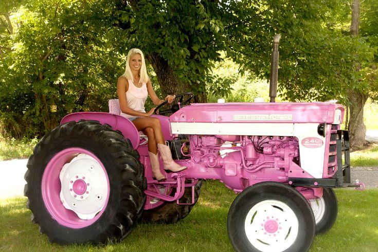 International Tractor Painting : International tractor harvester