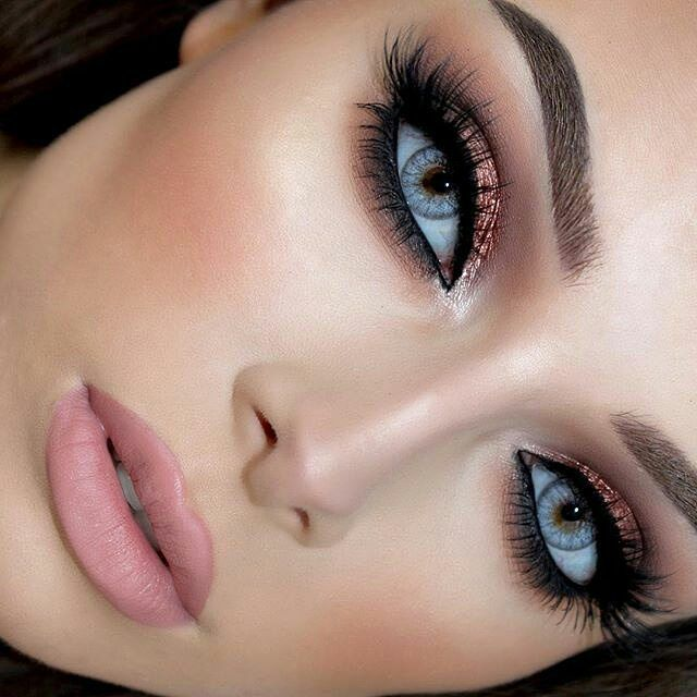 Babe  @jessicarose_makeup Used @motivescosmetics Eye Illusions eyeshadow in Rapture for this outstanding beautiful look which is making her blue eyes pop