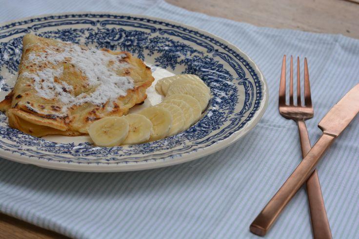 Recept voor koemelkvrije pannenkoeken. Deze pannenkoeken zonder melk maak je simpel met water in plaats van de melk en nog lekker ook!
