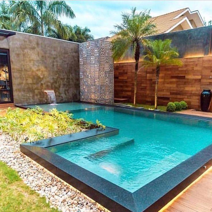 """5,117 Likes, 28 Comments - Eilson Ramos e Hillary Pereira (@tendenciaarquitetura) on Instagram: """"Que piscina é essa heim? Muito tendência! ⠀ ・・・・・・・・・・・・ ⠀⠀ Autoria: @bibyanabernardon.arquitetura…"""""""