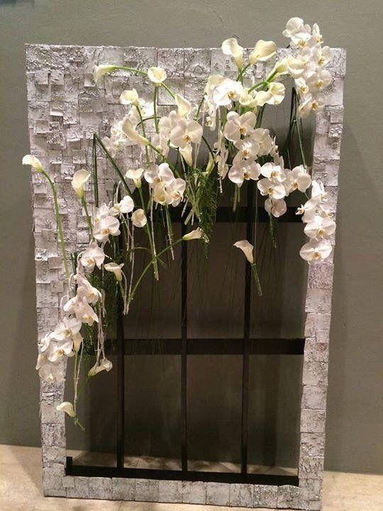 Art floral. Fleurs : Orchidée phalénopsis, callas. Designed by Thong Weng Seng from Singapore