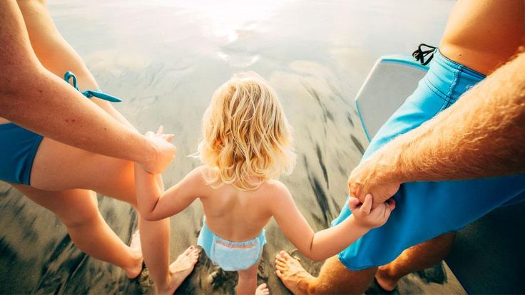 ÇOCUKLU TATİLİN EN İYİ 10 ADRESİ /  ALANINDA UZMAN İSİMLER SEÇTİ Deniz, kum ve güneş hayallerinin kurulmaya başladığı günlerdeyiz. Peki ya çocuklar? Tatilde onların peşinden koşturup yorgun dönmek ya da kucakta çocukla zorda kalmak istemiyorsanız bize kulak verin. Uzman jürimiz, hem miniklerin hem de büyüklerin tatilden mutlu dönmelerini sağlayacak en iyi otelleri belirledi.