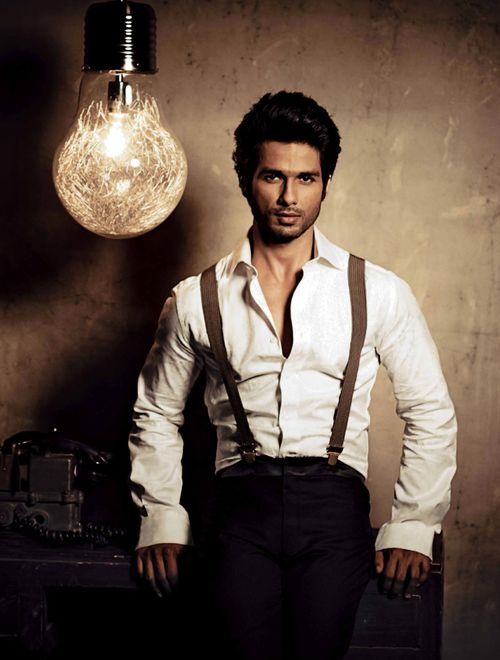 Hey girl. Will you switch off the light bulb? It is making my hair go crazy. Shahid Kapoor
