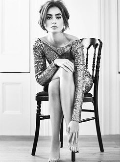 Lily Collins |