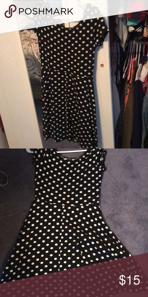 Black and white polka dot dress This short sleeve black and white dress is perfect for a night out! Bottom flows out! Dresses Midi