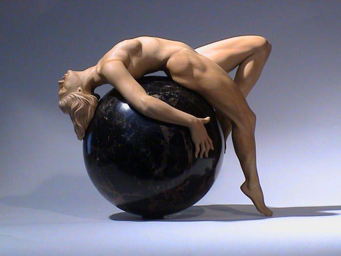 EStudioexquisito de la figura humana en madera