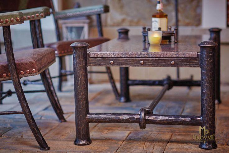 kovany-stolik.jpg (1200×800)