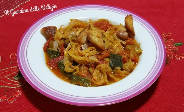 La zuppa rustica è un delizioso ricco caldo primo piatto di verdura e legumi, con o senza pasta, è un pieno di salute leggerezza e gusto