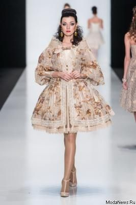 Slava Zaitsev SS 2015 (весна-лето) (52898.MBFWR_.New_.Collection.Slava_.Zaitsev.Haute_.Couture.SS_.2015.32.jpg)