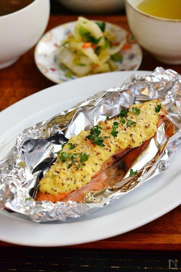 粒マスタードがピリッと効いて、マヨネーズのまろやかさとふっくら焼けた鮭、ご飯が進み、パンにも良くあいます。 ふっくら鮭の塩焼きがあれば、主菜おかずが5分でできあがり。 時間のない時や、疲れた時にオススメです。 ふっくら鮭の塩焼きは、冷凍保存も可能です。