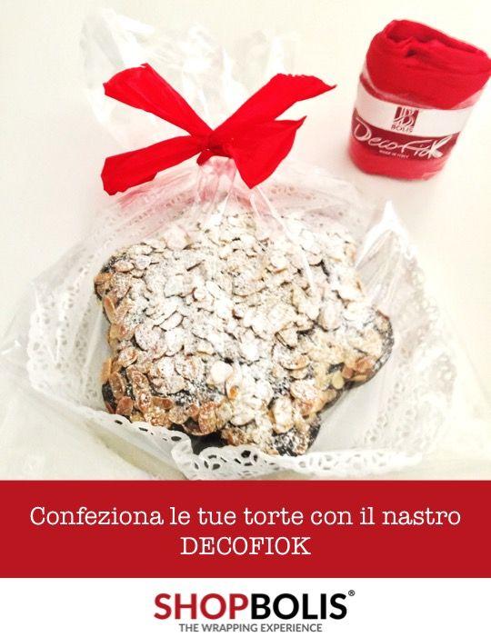 Vi piace regalare le torte e i biscotti fatti in casa ma non sapete come confezionarli? Provate il nastro DECOFIOK MAT per chiudere dei semplici sacchetti di plastica. Farete una bellissima figura! #torte #gift #wrapping #ribbon #regali #nastro #fiocco