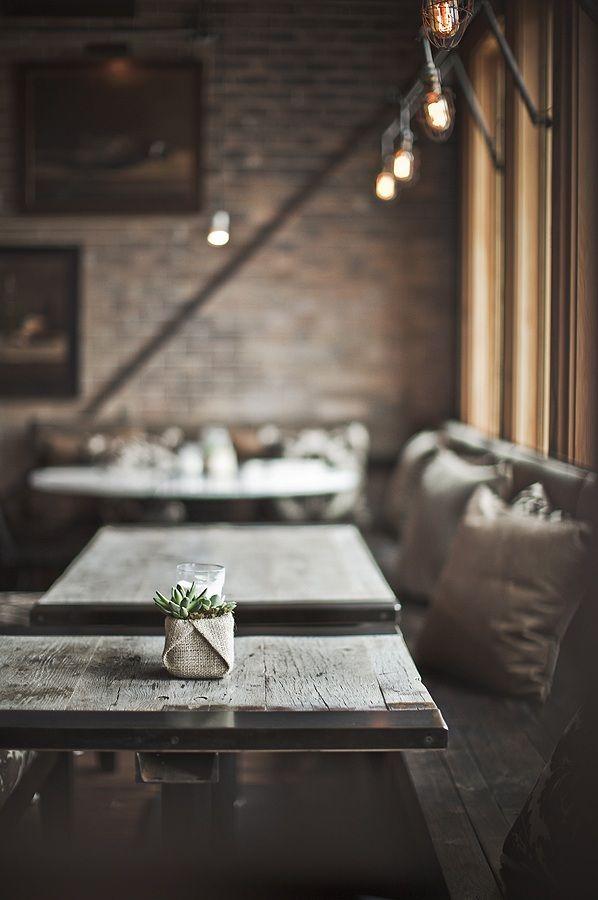 Restaurant Pallet, Salt Lake City. Het gebruik van natuurlijke materialen spreekt mij aan. Het geeft een soort ecologisch en nostalgisch gevoel.