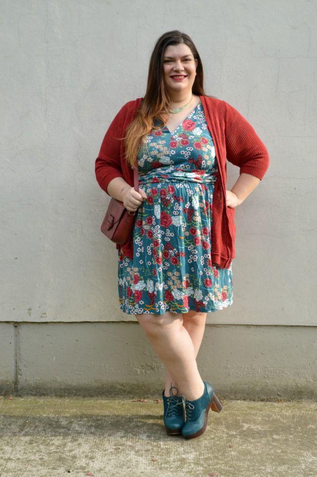 Plus... Kawaii! - A plus size fashion blog: Outfit: fiorato e rosso, recensione collant corti Donatella's, more on http://www.pluskawaii.com/2015/05/outfit-fiorato-e-rosso-recensione.html