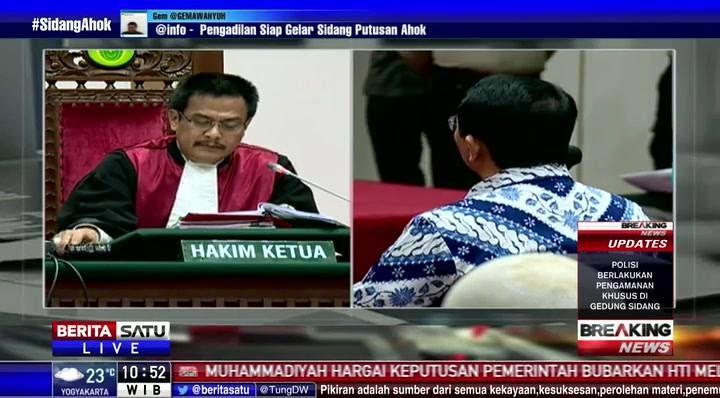 Majelis hakim membacakan vonis Basuki Tjahaja Purnama dengan hukuman 2 tahun penjara dan ditahan. #BreakingNews