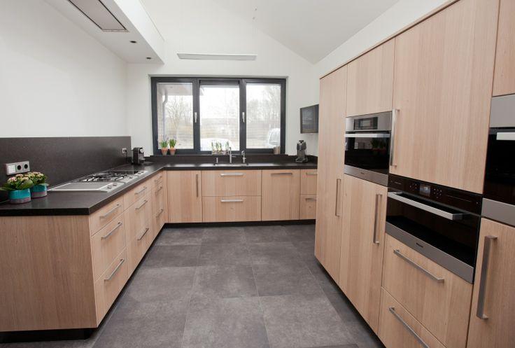 Keuken Eiken Fineer : Keuken gemaakt uit robuust Eiken fineer. Door: Klomp keukens en
