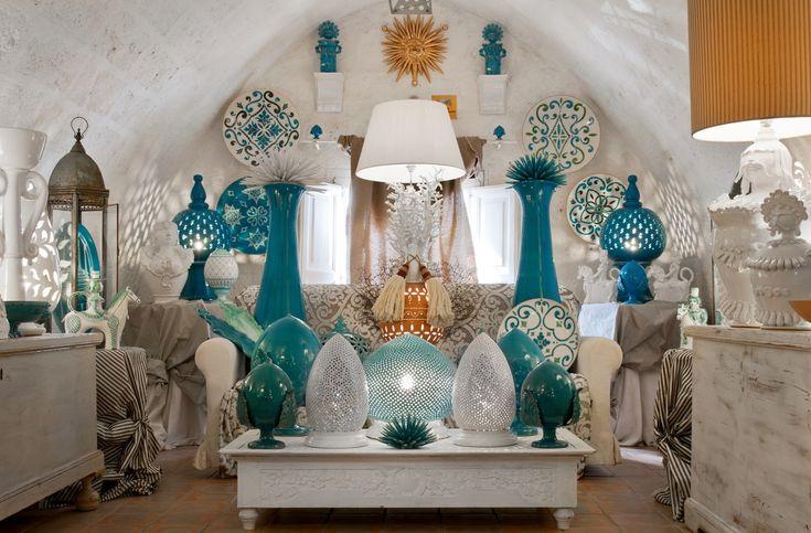 Nell'atelier di Grottaglie, nel cuore del quartiere delle ceramiche. Un viaggio tra arte e home decor, tradizione e sperimentazione