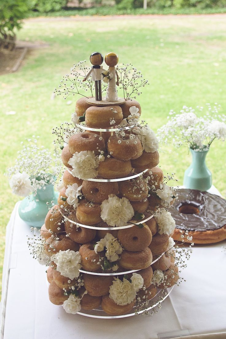 donut wedding cake best 25 doughnut cake ideas on donut cakes 3654