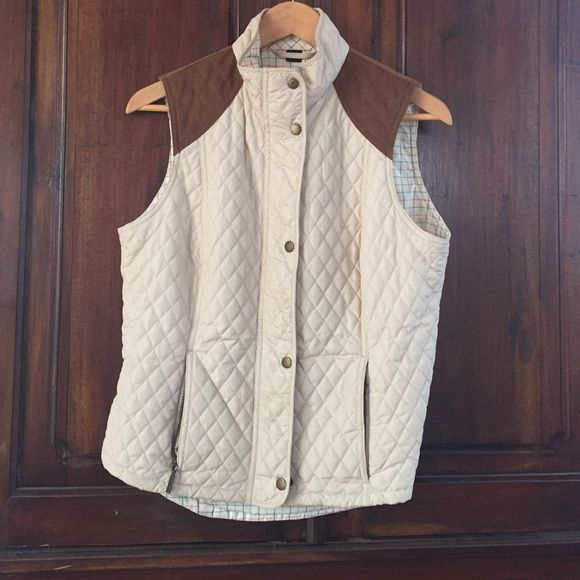 Barbour vest NWT. Tan quilted vest, with suede shoulder patch. Plaid lining. Great layer piece. A must have for spring and fall! Barbour Jackets & Coats Vests