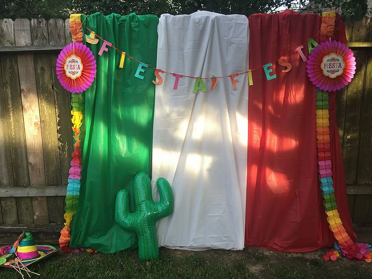Photo booths. AREN'T THEY SO FUN!? They make every celebration memorable and fun. My tutorial is from a CInco de Mayo party I decorated. Supplies:St