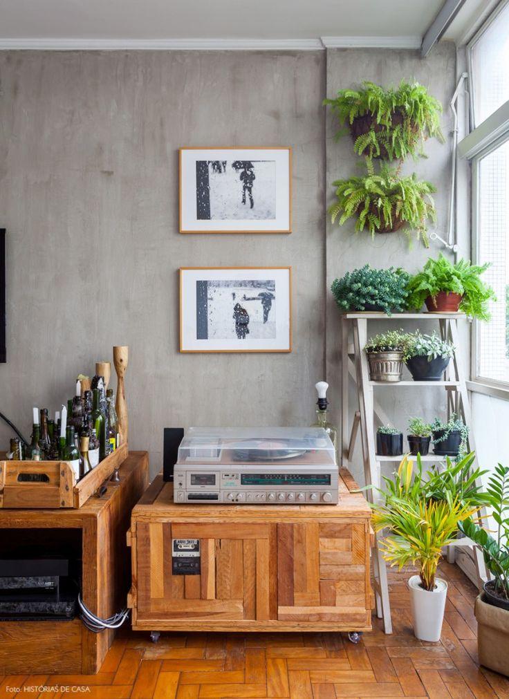18-decoracao-vitrola-movel-madeira-deco-adjiman-plantas-de-apartamento