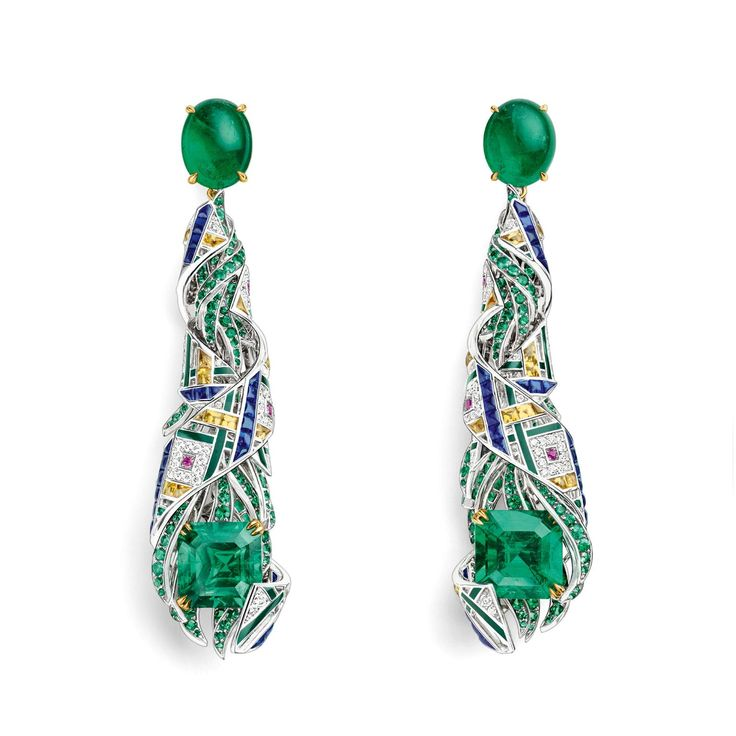 Chaumet cut and cabochon cut emerald earrings from the est une fête high jewellery collection. http://www.thejewelleryeditor.com/jewellery/article/chaumet-est-une-fete-high-jewellery-review/ #jewelry