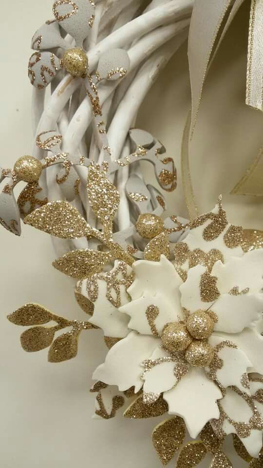 Ghirlanda con fiori in fommy, particolare #2