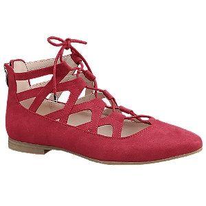 Wat een leuke rode ballerina's, je vindt ze nu in de uitverkoop voor maar €24,90! #koopje #aanbieding #mode #dames #schoenen #sandalen #open #veterschoenen #women #fashion #shoes #sandals #laceup #red #sale