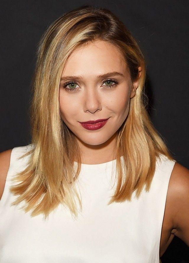 Elizabeth Olsen cabelo médio loiro com raiz mais escura
