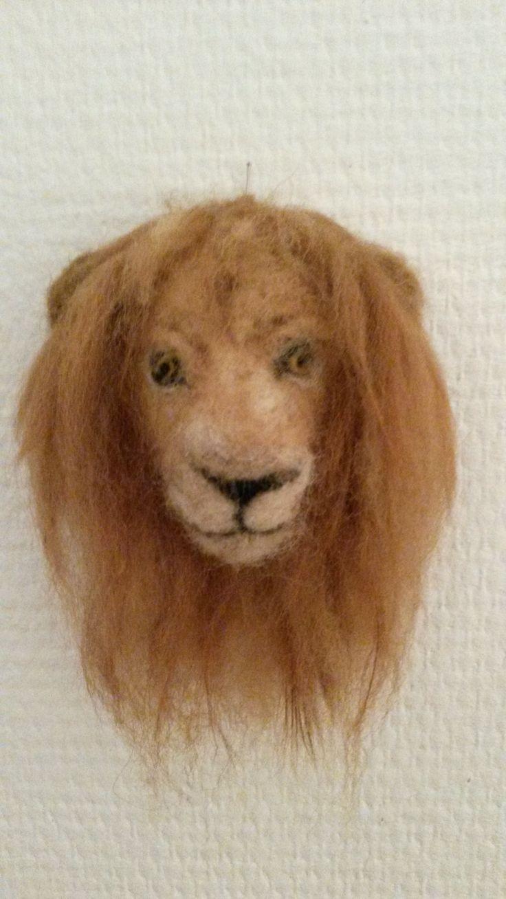 leeuwenkop 12 cm. naaldvilt Lion's head  Gea Andriessen sept 2015 facebook.com/degroeneuil