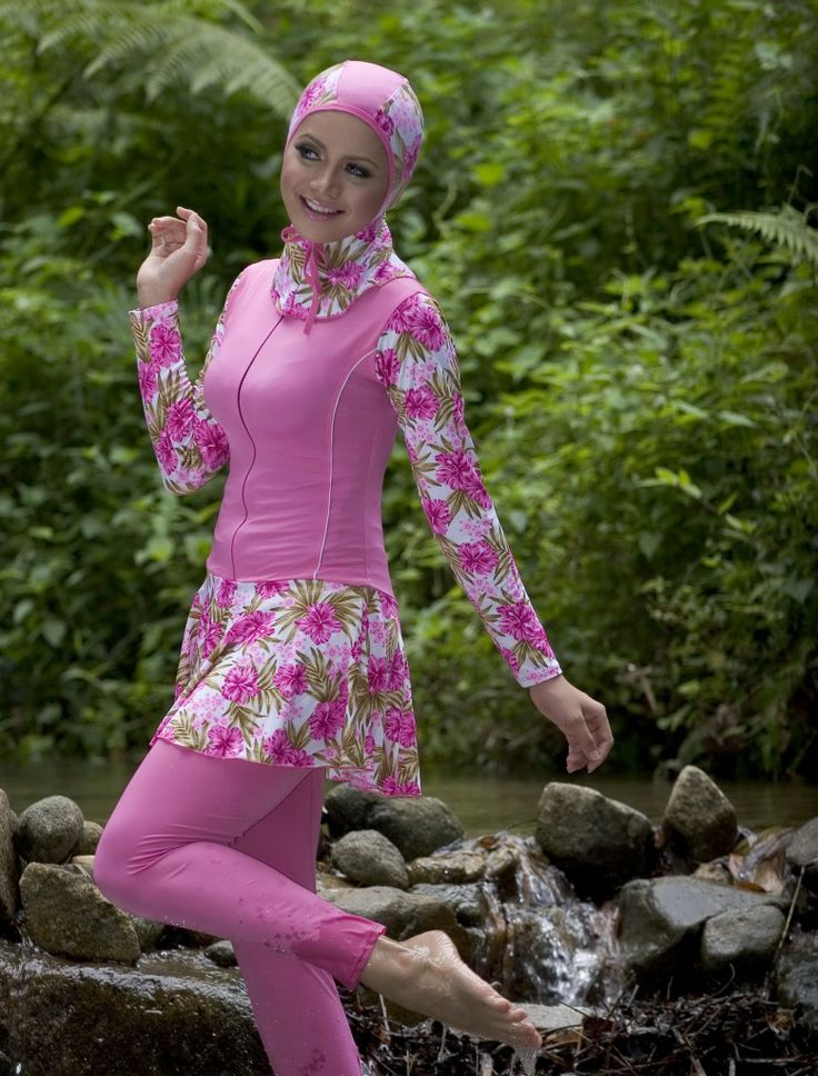 Another cute islamic bathing suit. a bit too daring I would say :D