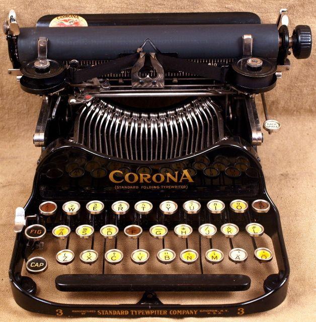 Vintage Typewriters at The Vintage Typewriter Shoppe! @Kimberly Peterson Peterson Peterson Peterson Peterson Peterson May Kimber! I think we found your next big purchase!