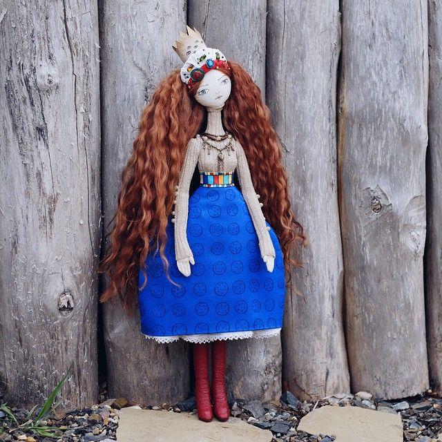 """Доброго утра! Мы гуляли со """"Сказкой"""" Мне очень нравятся фотографии кукол на открытом воздухе с естественным светом, натуральным фоном и фактурой. Всем приятного дня!#bambolica"""