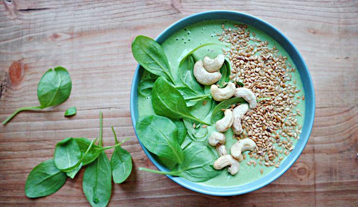 Grüne Smoothie-Bowl mit Magerquark