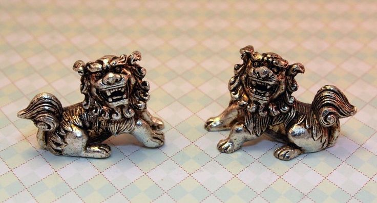 Collectable Miao Silver Carve Roar Guard Guardian Lion Ancient Royal Rare Statue