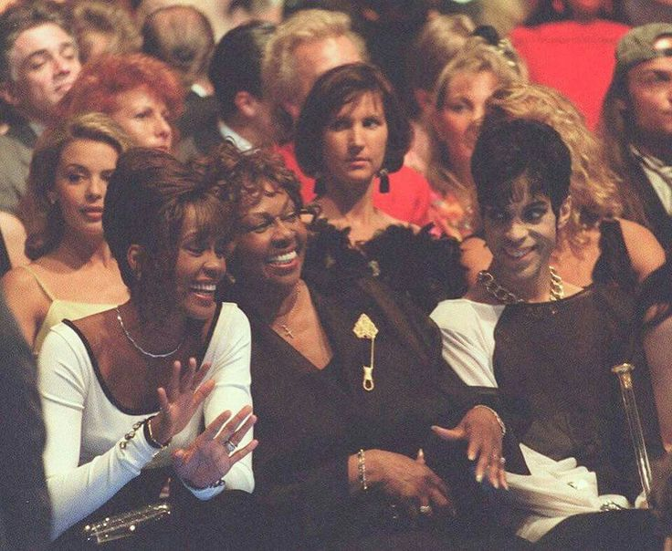 Great pic of Whitney Houston her Mother Cissy Houston and PRINCE