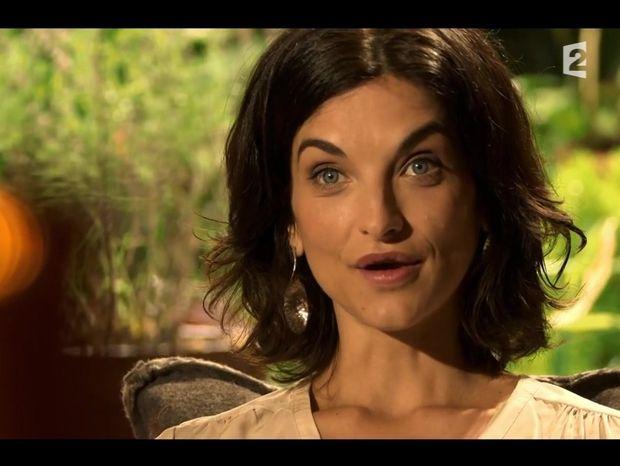 Mille et unes vies France 2 : Pauline Delpech raconte les débuts de son anorexie [Vidéo]