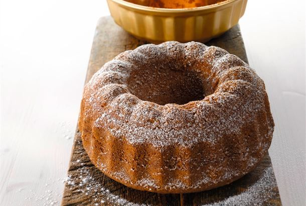 Hiekkakakku ✦ Helposti muuntautuva erikoisruokavalioihin. Korvaa vehnäjauhot gluteenittomalla jauhoseoksella ja paista kakku silikonivuoassa, jolloin vuokaa ei tarvitse korppujauhottaa. http://www.valio.fi/reseptit/hiekkakakku/ #resepti #ruoka
