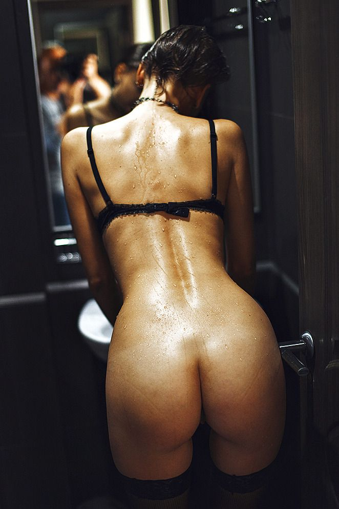 Devoted to amazing backsides, asses, keesters, tookus... FineCheeks