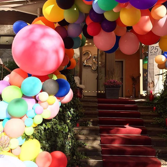 Balloons are our passion! Lovely installation for 25th anniversary of @eb_hairandbeauty_ !!! Congrats!!! #balloons #ballooninstallation #colorsoftherainbow #ballon #party #event #eventdecor #decoration #eventprofs #firmenjubiläum #firmenfeier #balloonfiesta #balloonart #ballonart #ballonparty #ballonshop #letsparty #ballon