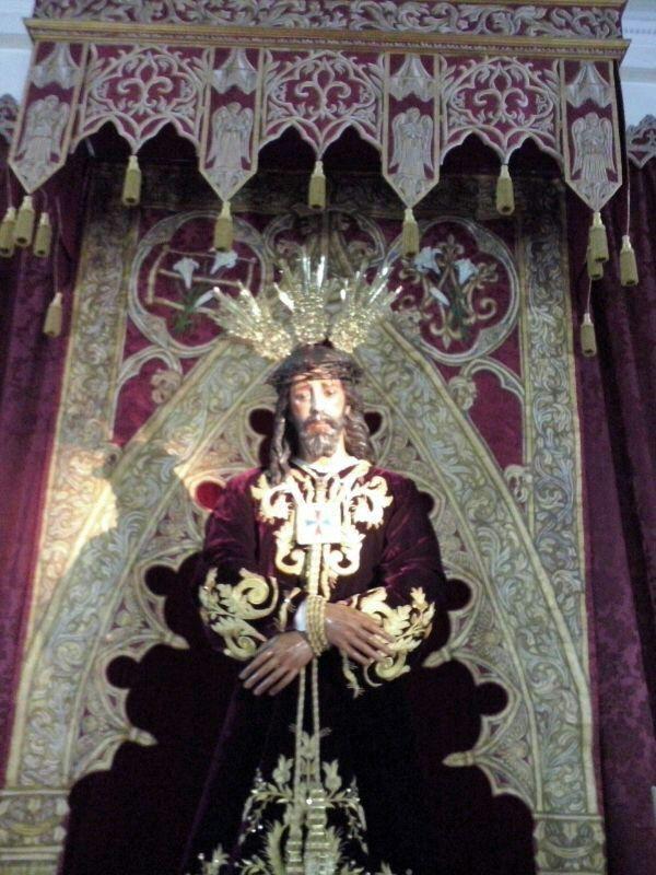 Detalle de la segunda fase de la remodelacion del altar de culto de la Hdad del Cautivo