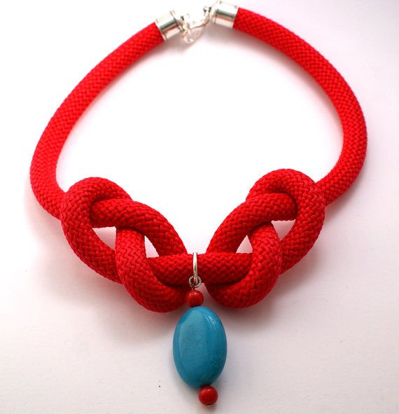 VENTA Red escalada diseño collar de cordón, cuerda, Howlita turquesa &…