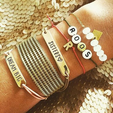 Onwijs fan zijn wij van de naamarmbandjes van Nova Dali! En wij weten 't zeker, jij binnenkort ook! Check de link in de bio @novadalisieraden @keepitsecretstore #novadali #keepitsecretstore #bydanie #armcandy #armband #naamarmband #fashion #fashionblogger #instafashion #accessories #customized #hip #diemoetikhebben #jewelry #stylemyday #ladify #instagood
