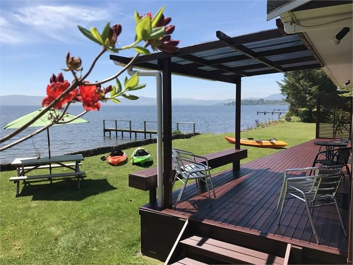 Parawai Lakehouse Sanctuary - Absolute Lake Edge
