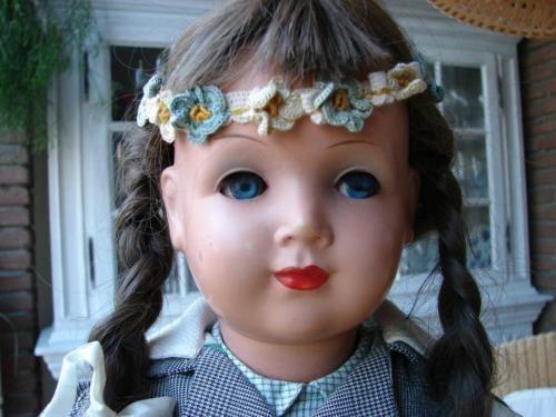 schöne Puppe von Emaso, 55 cm, ausgefallene Kleidung in Recklinghausen