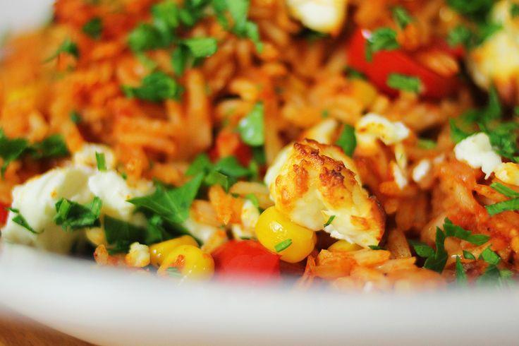Egyáltalán nem biztos, hogy Dél-Amerikában valóban így készítik a sült rizst, de az biztos, hogy az összes mexikói étteremben ezt kapjátok a taco mellé. Mert finom. És mert pofon egyszerű elkészíteni. Magában is remek gyors vacsora, de ehetitek egy nagy szelet sült hús vagy egy…