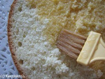 Kakkupohjan kostutus #ohjeet #leivonta #kostutus #kakku