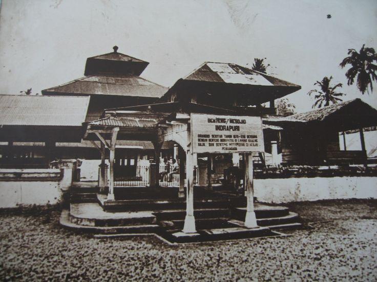 Ketika menyebutkan nama Aceh, maka yang terlintas di pikiran adalah nuansa keislaman masyarakatnya yang sangat kental dari masa ke masa. Aceh adalah provinsi paling barat Indonesia yang pertama sekali mendapatkan pengaruh Islam. Salah satu buktinya dapat dilihat pada peninggalan bersejarah berupa mesjid-mesjid tuha (kuno) yang tersebar di beragai penjuru.